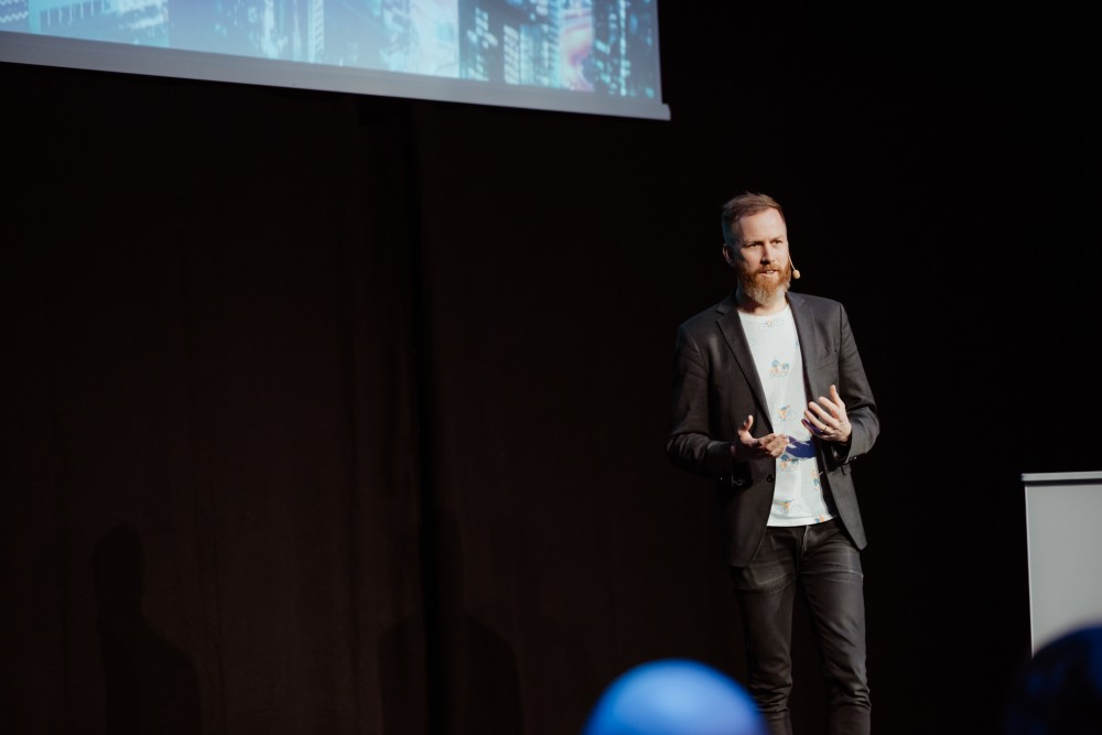 Fredrik Moeschlin, Senior Analytics Manager at Volvo Group Connected Solutions, presenting at the Data Innovation Summit