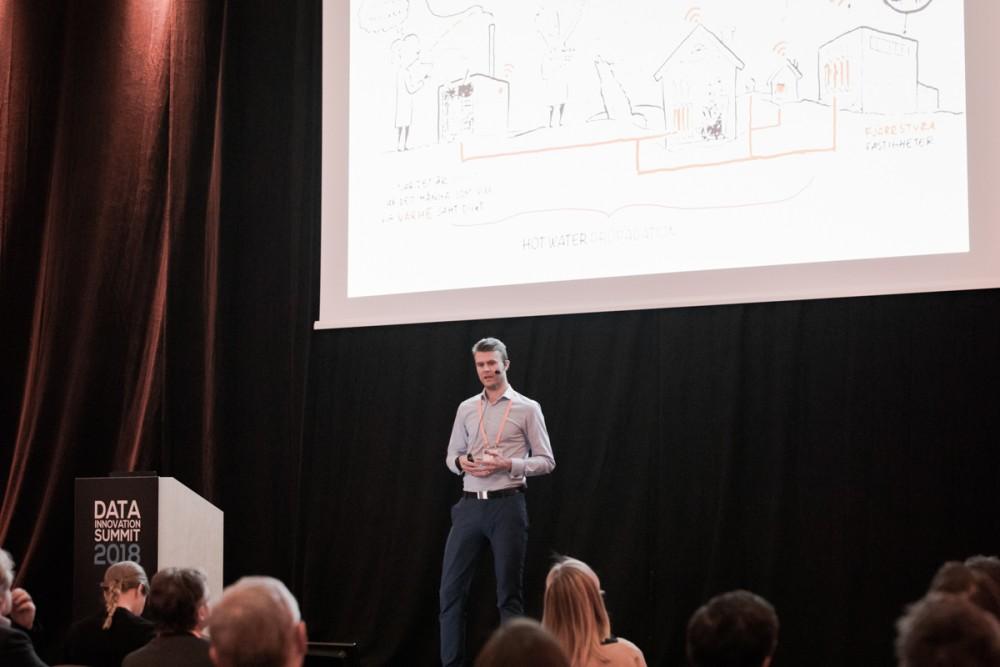 Henrik Wickström from Mälarenergi AB presenting at the Data Innovation Summit 2018