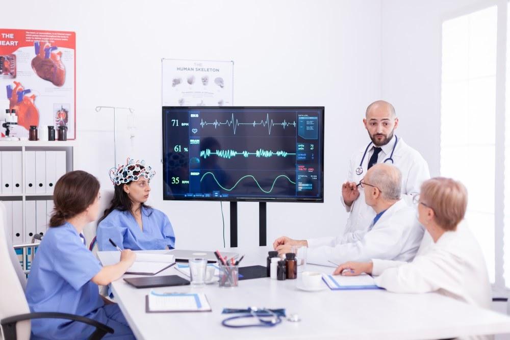 Edge analytics use case in heatlhcare